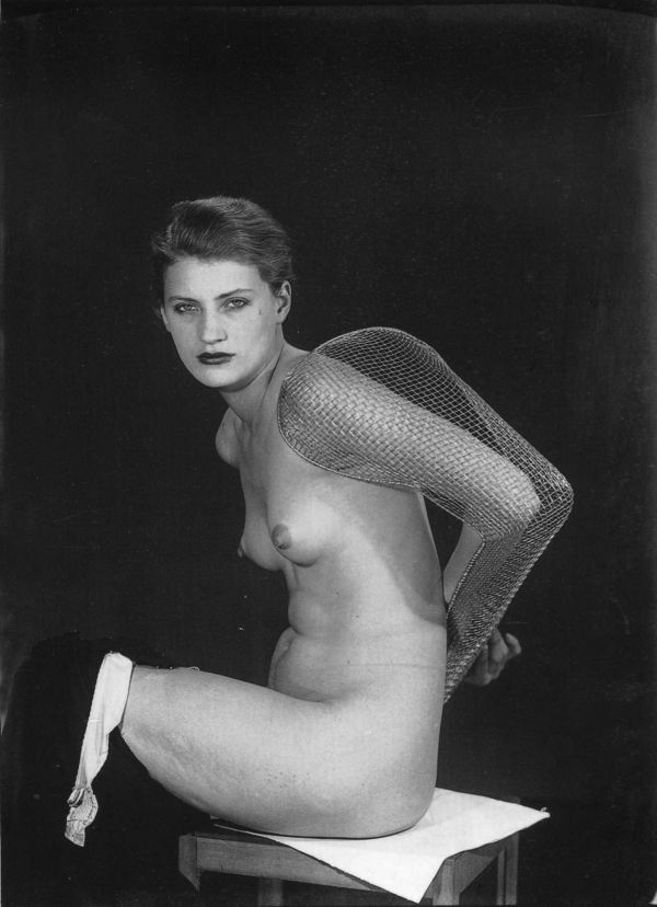 lee-miller-1930-man-ray-1363759327_b
